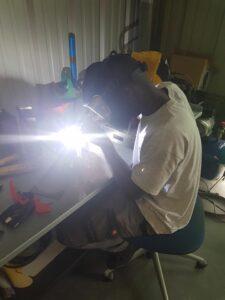 Préparation des support Billettique dans l''atelier de Innov-Instal à Bourg Achard